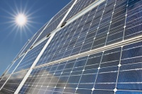 solar-panels-with-shafts-of-sunlight--imagio17895384_200